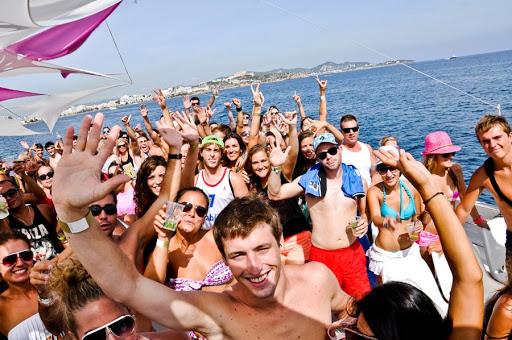 Disfruta de las fiestas en barco en la Costa del Sol